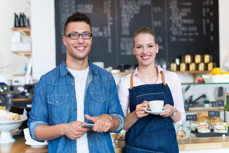 在咖啡店的小企业主 图库摄影