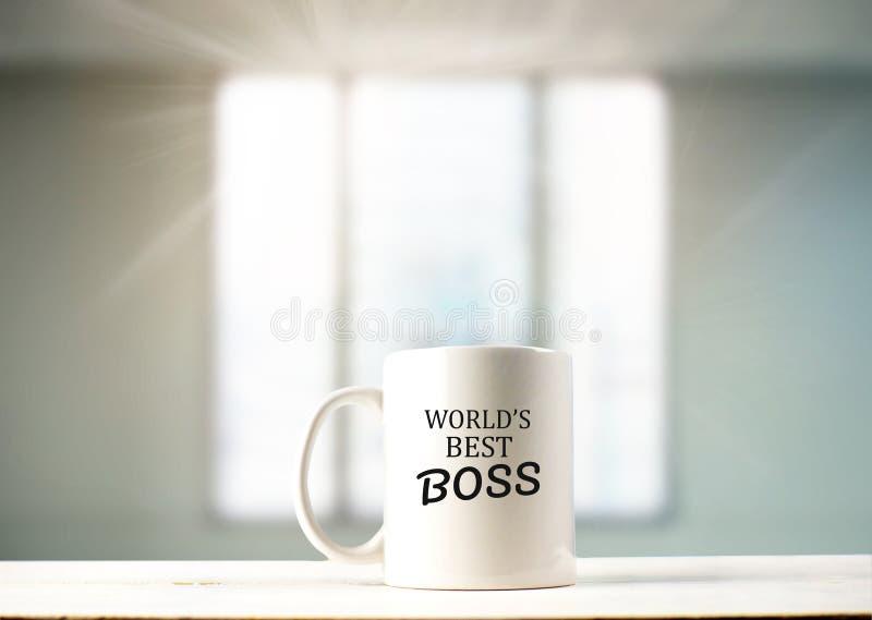在咖啡杯的世界` s最佳的上司文本在咖啡 免版税库存图片
