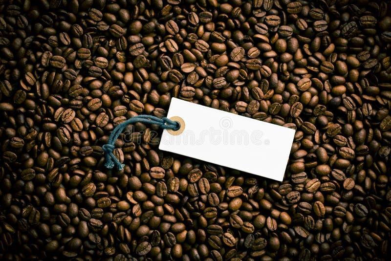 在咖啡豆的价牌 库存图片