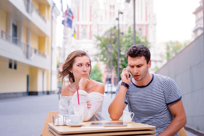 在咖啡馆的夫妇 库存照片