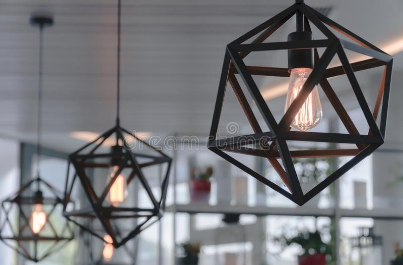 在咖啡馆的布朗枝形吊灯 库存照片