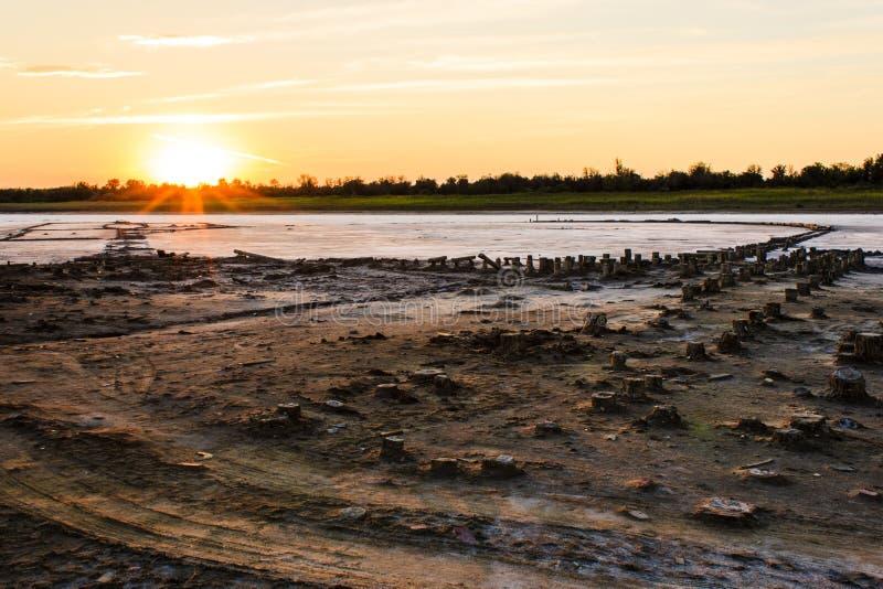 在咸湖2的日落 免版税库存照片