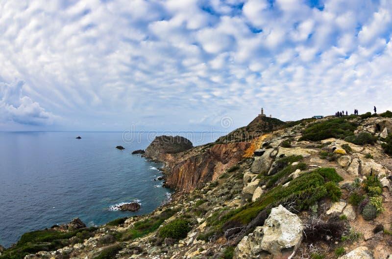 在品柱Sandalo的灯塔在圣彼得罗海岛,撒丁岛西海岸  库存图片