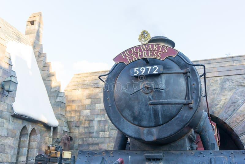 在哈利・波特象男巫的世界的Hogwarts快车  库存照片