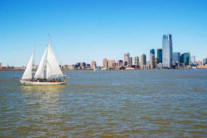在哈得逊河NYC的纽约曼哈顿地平线 免版税库存图片