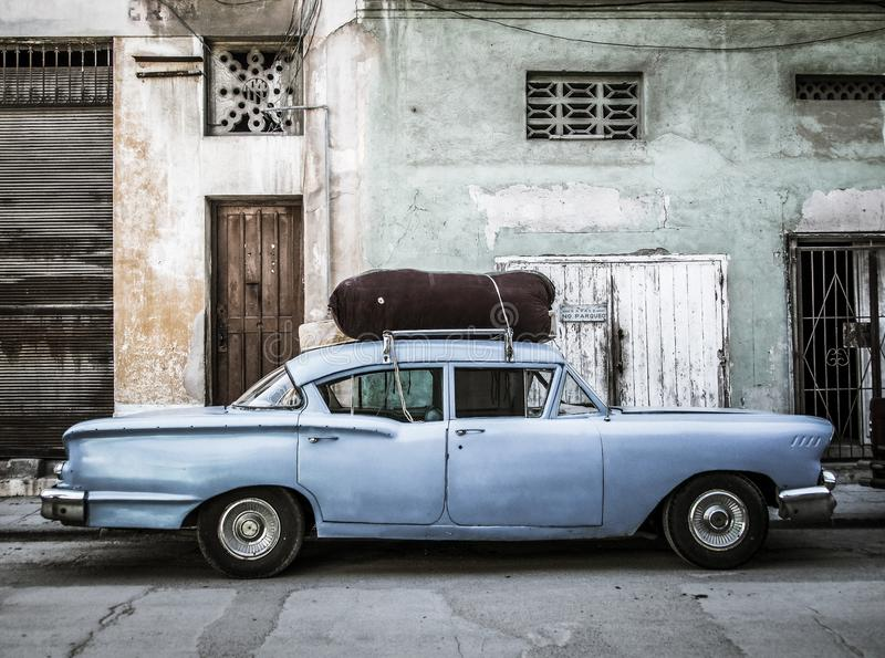 在哈瓦那vieja的葡萄酒汽车 免版税库存照片