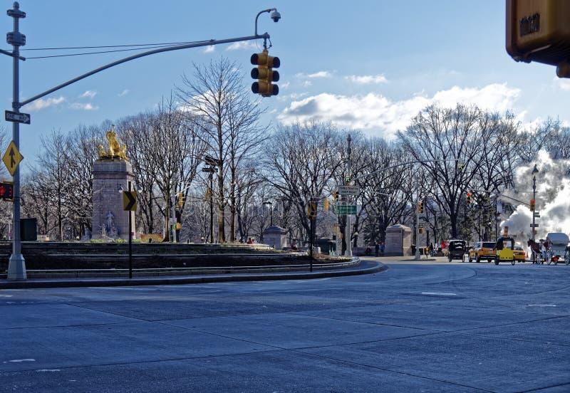 在哥伦布广场的环形交通枢纽 免版税库存图片