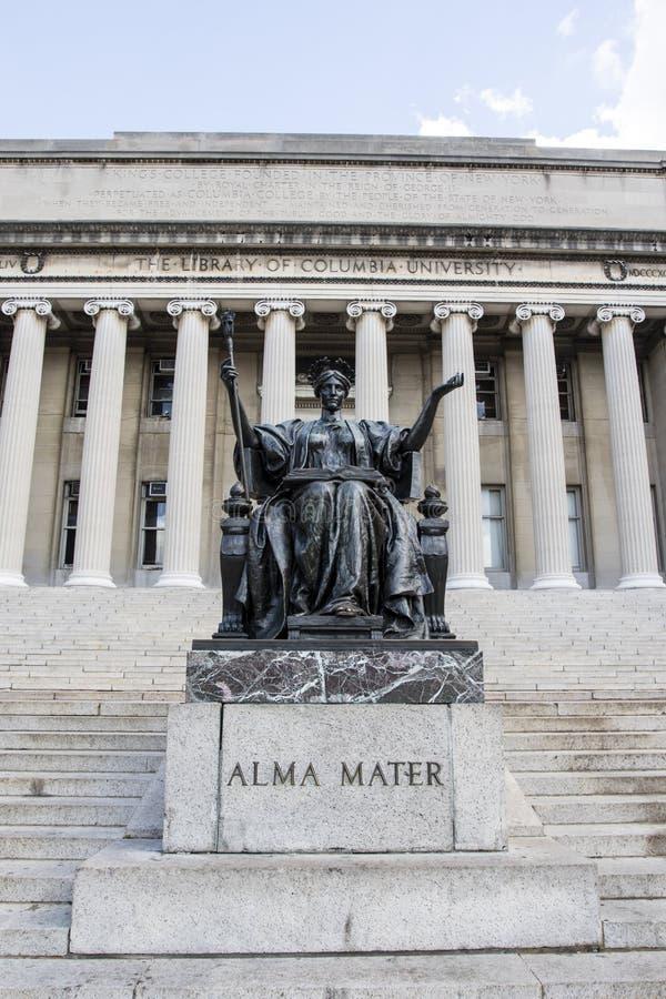 在哥伦比亚大学前面图书馆的母校雕象在上部曼哈顿,纽约 库存图片