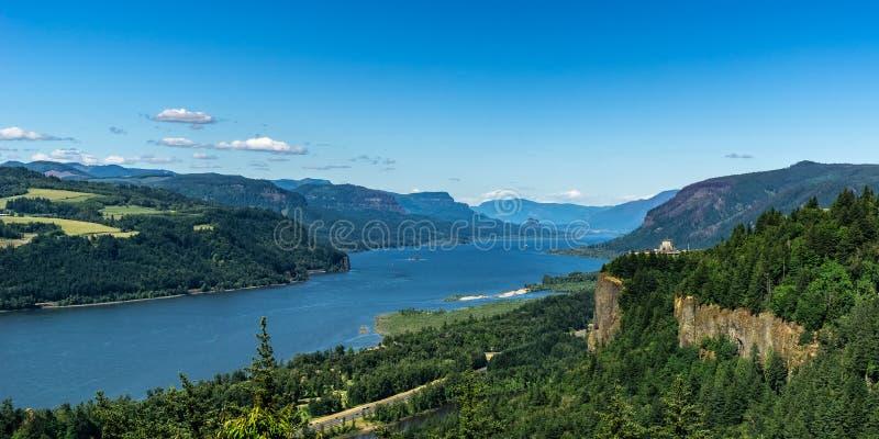 在哥伦比亚河峡谷的风景俯视的看法 免版税库存照片