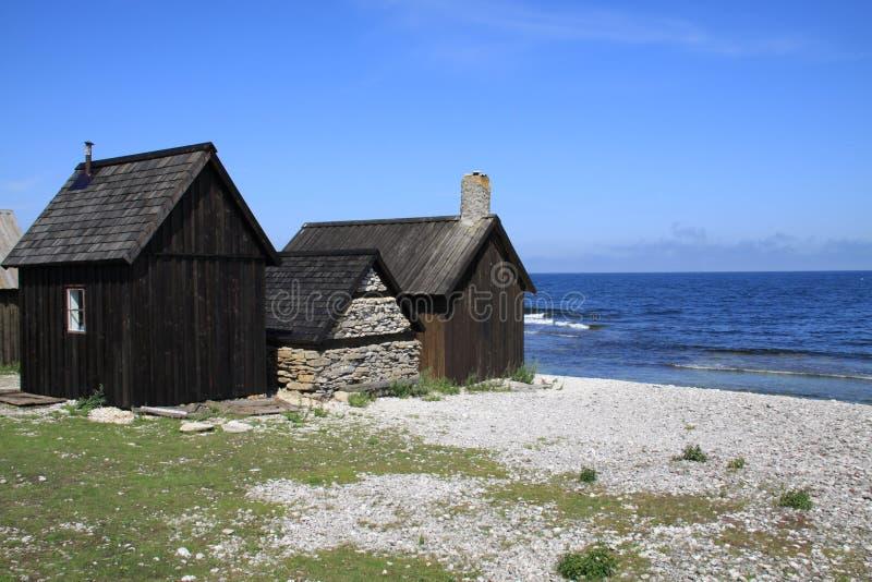 在哥得兰岛的海岛上的老渔小屋 免版税图库摄影