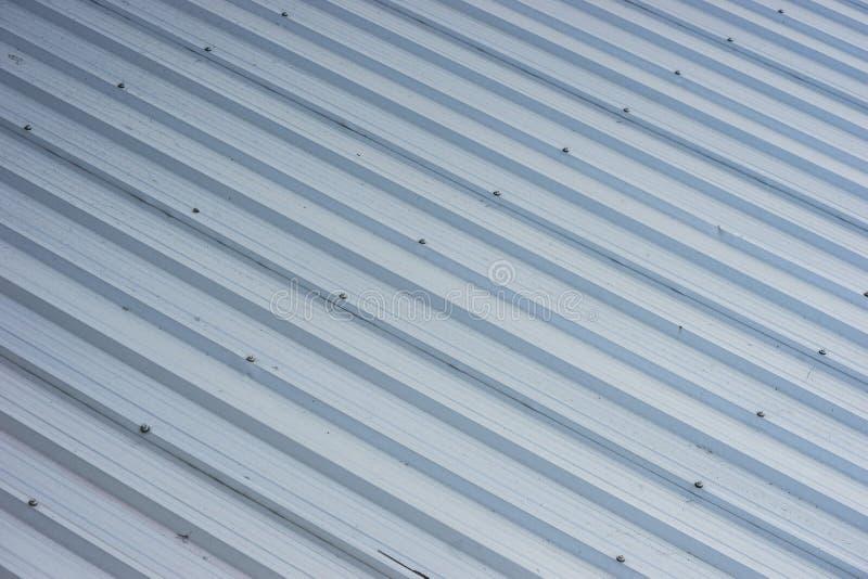 在商业建筑的金属屋顶 图库摄影