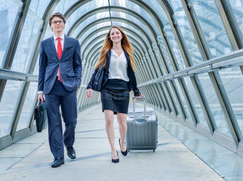 在商务旅行的小辈董事动力学 免版税库存照片