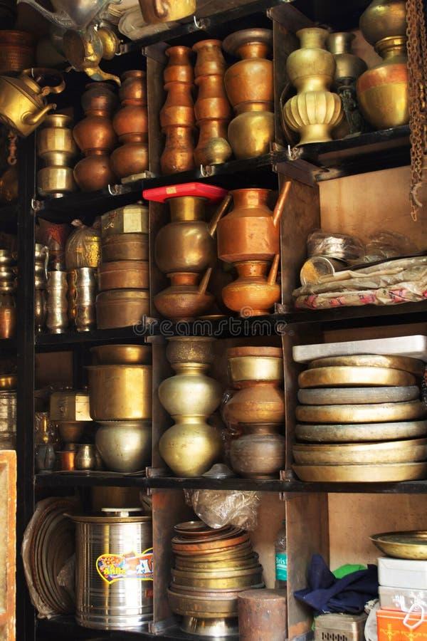 在商店堆积的老古色古香的船,马哈拉施特拉,印度 库存照片