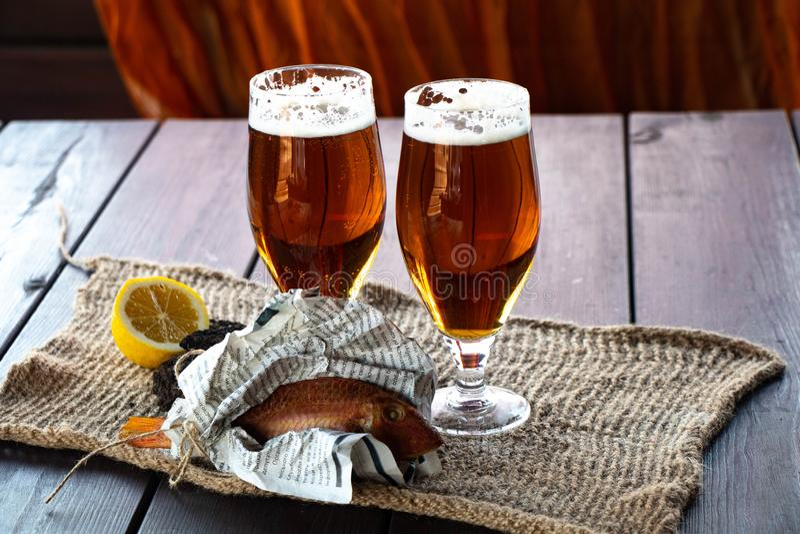 在啤酒杯的啤酒 免版税库存图片