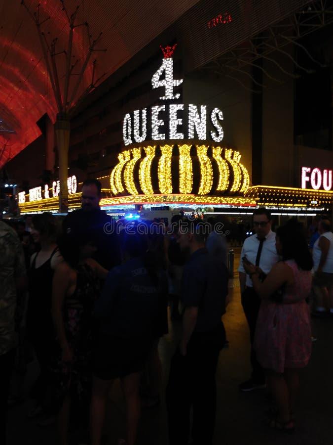 在四位女王赌博娱乐场的乐趣在晚上 免版税库存图片