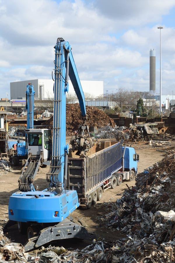 在回收站点的金属废料 免版税库存图片