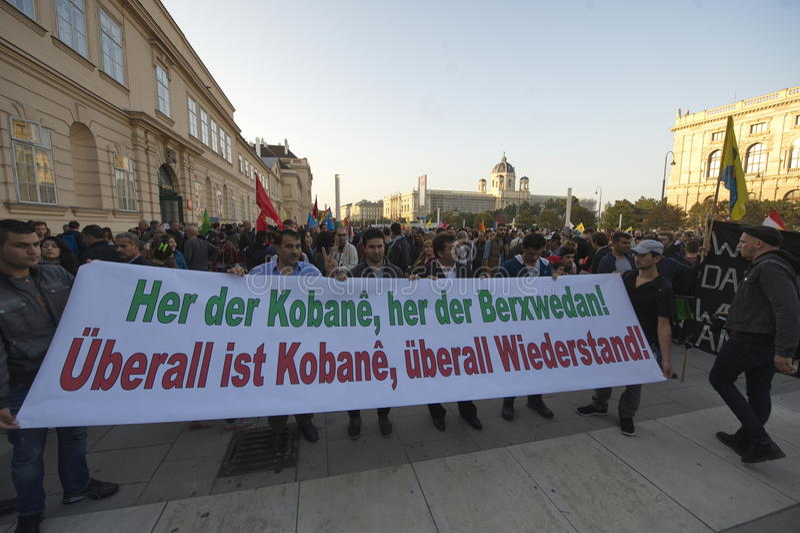 在团结Kobane的库尔德示范在维也纳 免版税库存图片