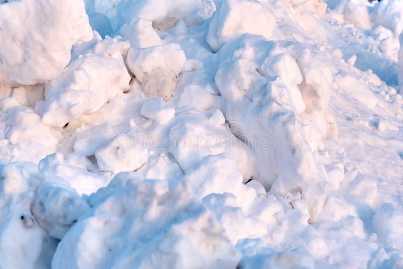 在国家小路的雪漂泊 库存照片