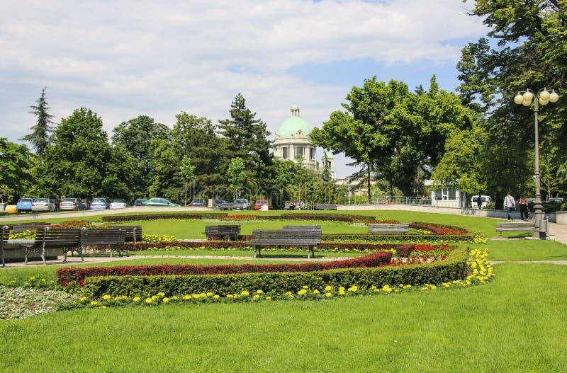 在国民议会大厦附近的正方形在贝尔格莱德,塞尔维亚 库存照片