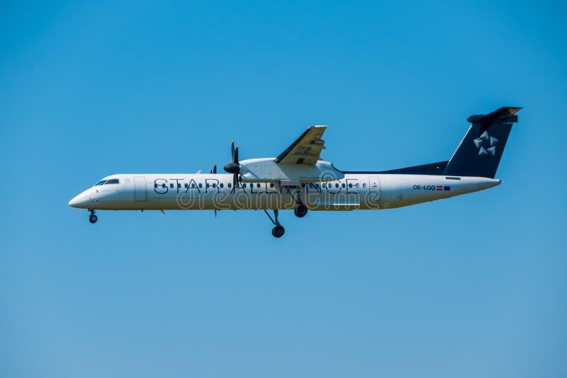 在国际机场担任主角联盟航空公司Bomardier破折号8 Q400飞机为登陆做准备在天时间 库存图片