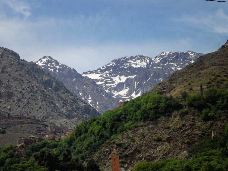 在图卜卡勒峰附近的阿特拉斯山脉 库存图片