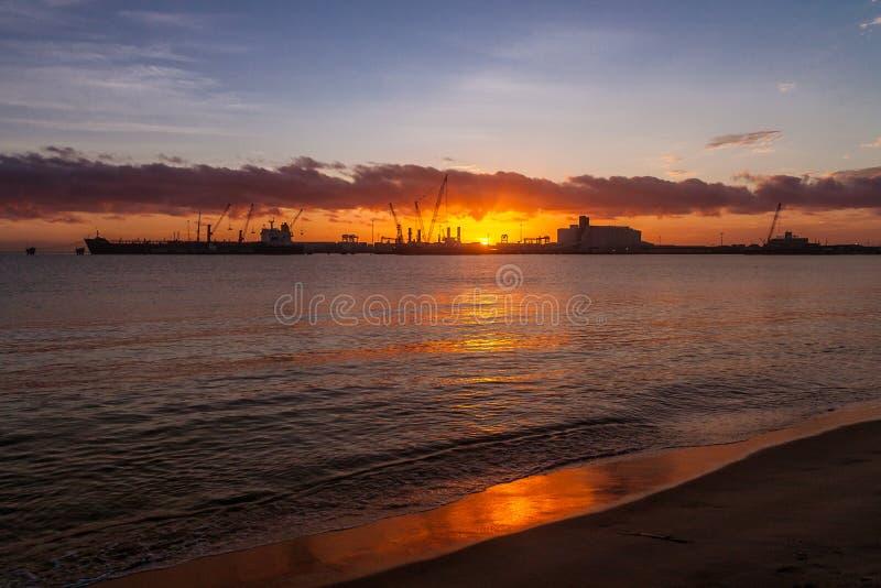 在图阿马西纳港的日出  免版税库存图片