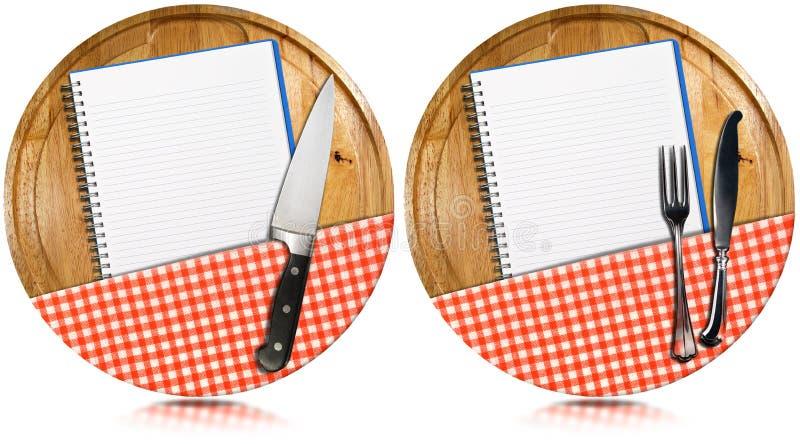 在圆材切板的空的笔记本 免版税库存照片
