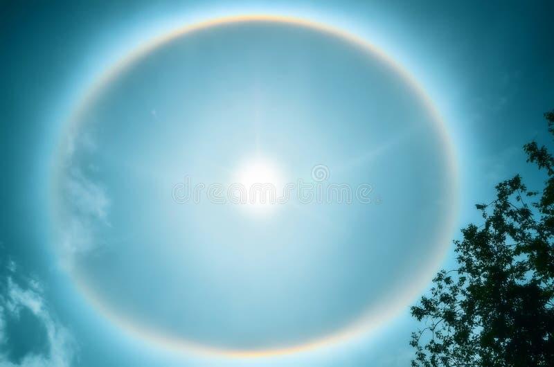 在圆的彩虹星期日附近 库存照片