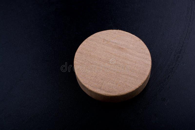 在圆的稀薄的片断的木日志裁减 库存照片