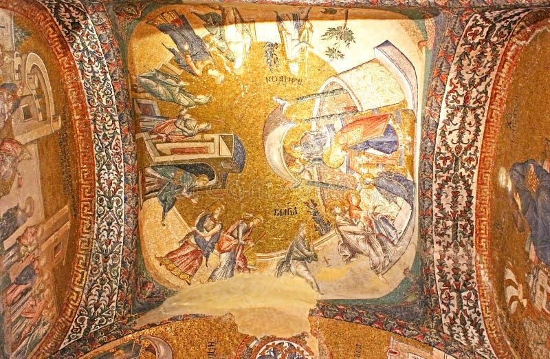 在圆顶下的壁画在圣洁救主的教会里在墙壁外 免版税库存图片