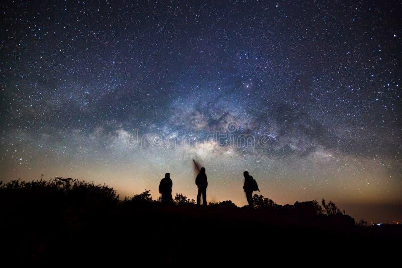 在土井Luang城镇Dao高山的银河星系在城镇 图库摄影