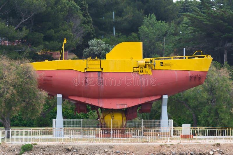 在土伦口岸的老探测深海小潜艇 库存照片