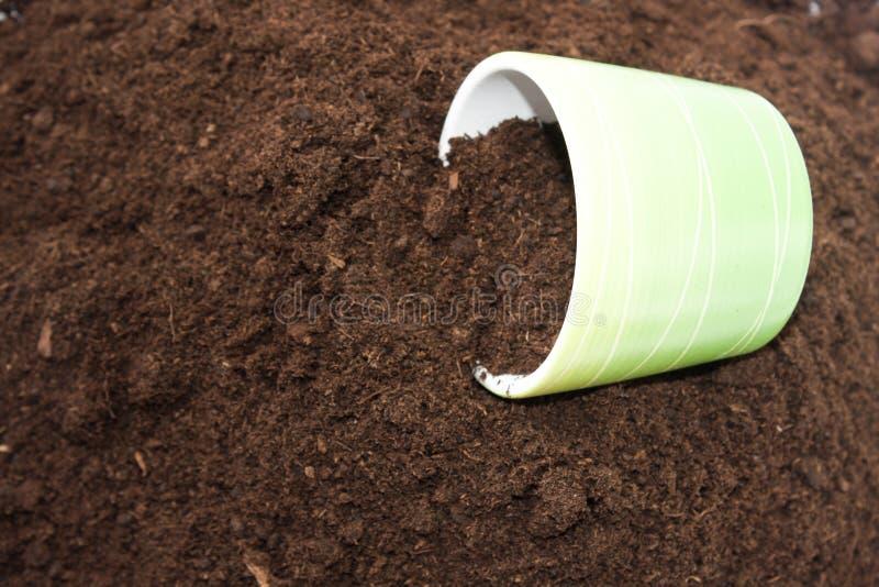 在土壤的花盆 库存图片