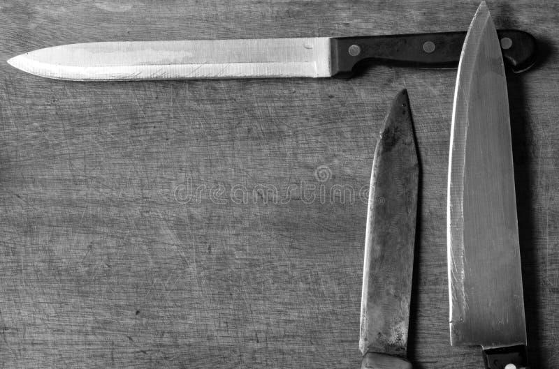在土气厨房用桌的Knifes与复制空间 免版税库存照片