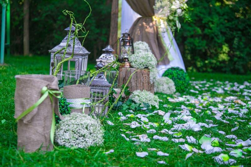 在土气样式的婚礼静物画 减速火箭的风格化照片 免版税库存图片