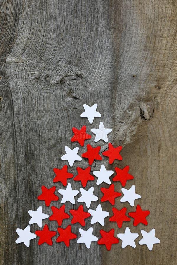 在土气的圣诞快乐装饰红色和白色木星 免版税图库摄影