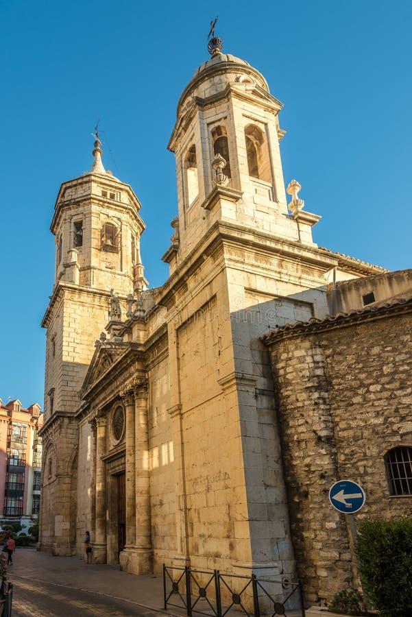 在圣伊尔德丰索教会的看法哈恩省街道的在西班牙 免版税库存照片