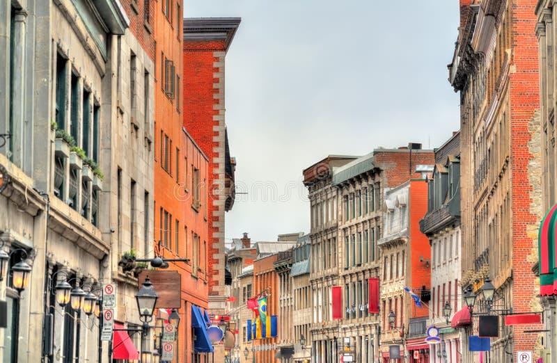 在圣保罗街道上的大厦在老蒙特利尔,加拿大 免版税库存图片