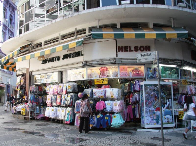 在圣保罗街道的服装店  库存照片
