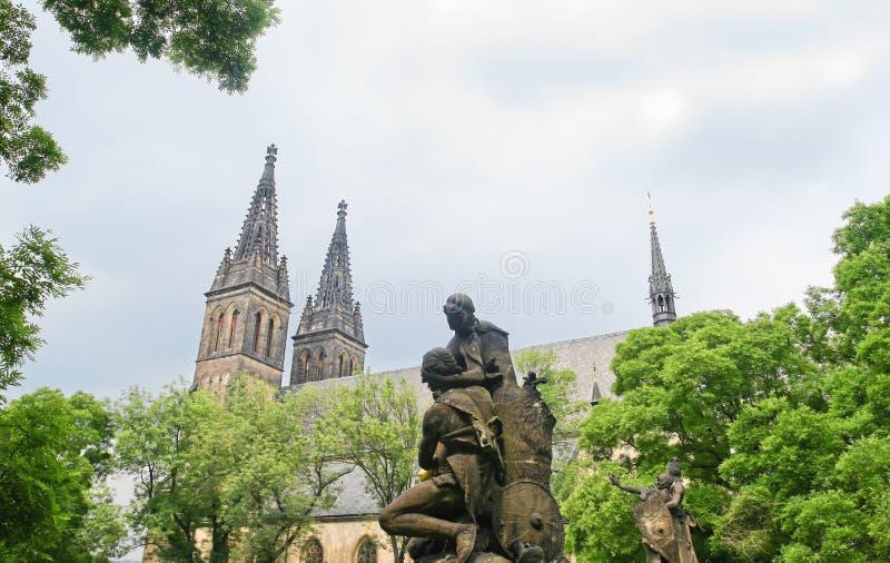 在圣保罗附近,布拉格大教堂的雕象  免版税库存照片