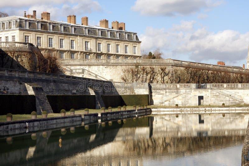 在圣克卢-法国防御公园和池塘 库存图片