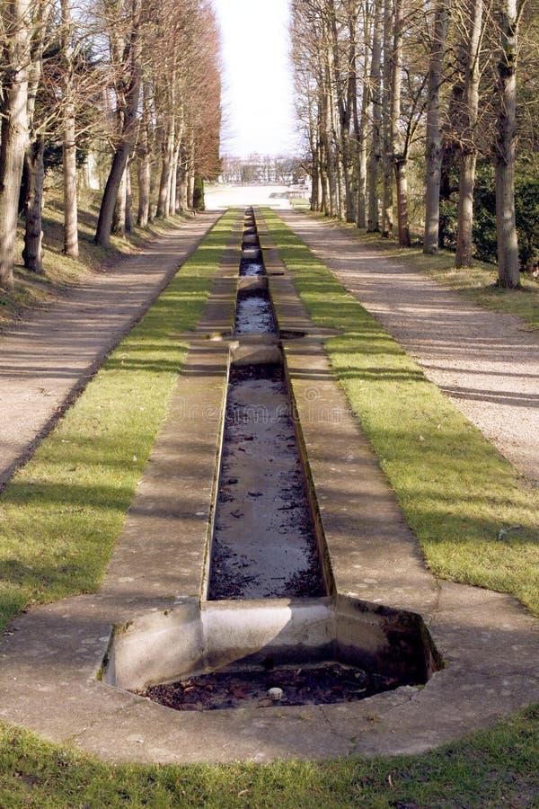 在圣克卢-法国防御公园和池塘 库存照片