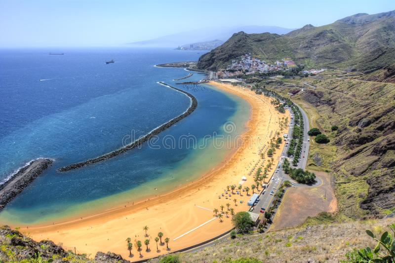 在圣克鲁斯,特内里费岛,加那利群岛,西班牙附近的Teresitas海滩 图库摄影