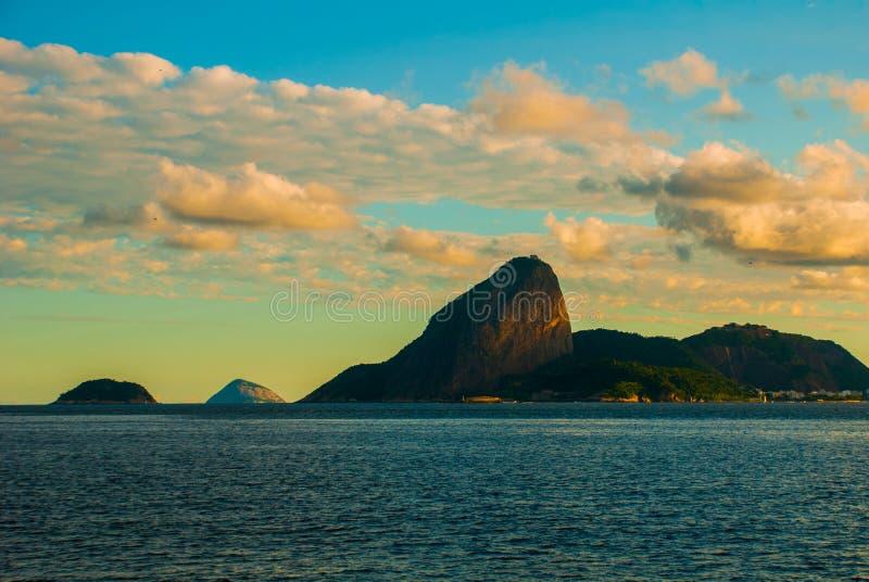 在圣克鲁斯da巴拉堡垒的看法往糖面包山,尼泰罗伊,里约热内卢,巴西 库存图片