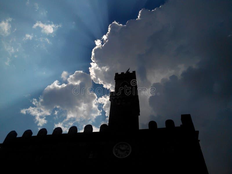 在圣吉米尼亚诺的太阳 库存图片