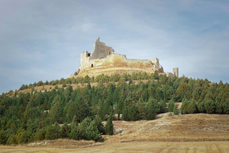 在圣地亚哥途中的被破坏的城堡  免版税库存图片