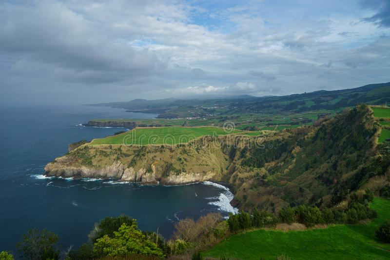 在圣地米格尔海岛和大西洋的美好的全景 免版税图库摄影