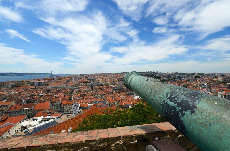 在圣地豪尔赫,里斯本,葡萄牙城堡的大炮  免版税库存图片