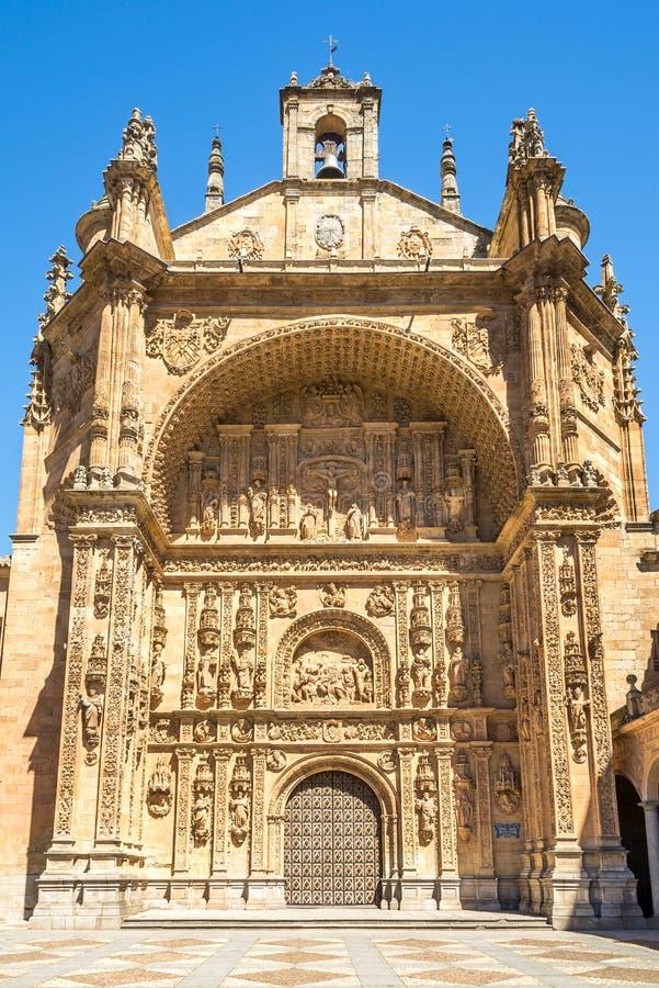 在圣埃斯特万修道院门户的看法在萨拉曼卡-西班牙 库存图片