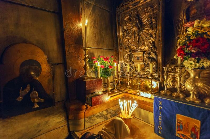 在圣墓教堂里面的耶稣坟茔,耶路撒冷 免版税库存图片